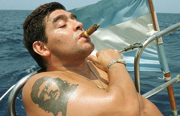 maradona_cigar_and_che_guevara_tattoo.jpg