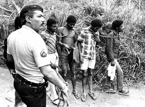Resultado de imagem para racismo policia